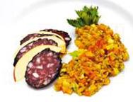 Grünkern-Risotto mit gebratener Schwarzwurst und Apfelspalten