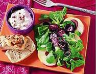 Feldsalat mit Blutwurstkröstel und Apfelwürfeln
