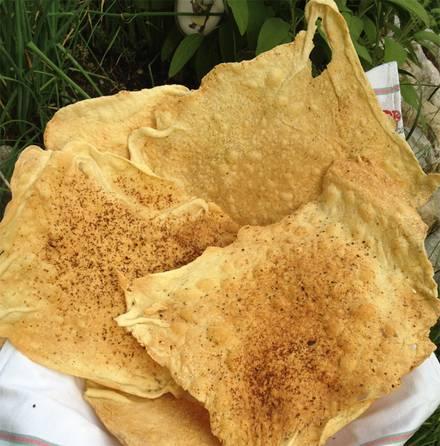 Brotspezialitäten: Hauchdünne Knusperfladen mit Rapsöl