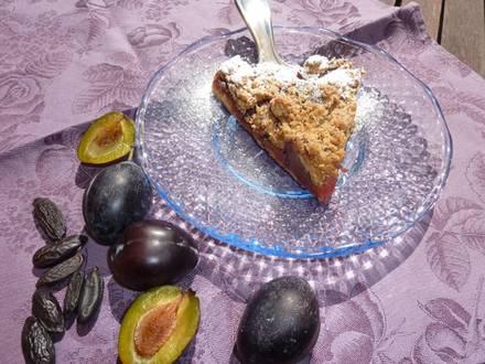 Sommersüsse mit saftigen Baumfrüchten: Zwetschgen-Kuchen mit Tonkabohne