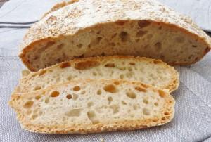 Topfbrot – Ein Brot ohne Kneten, mit schöner Krume und knuspriger Kruste