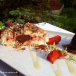 Für heiße Tage: Knusprige Eisbombe mit Vanille-, Erdbeer- und Schokoladenkern