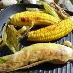 In der Schale gegart wird der Mais traumhaft knackig, saftig und sehr aromatisch.