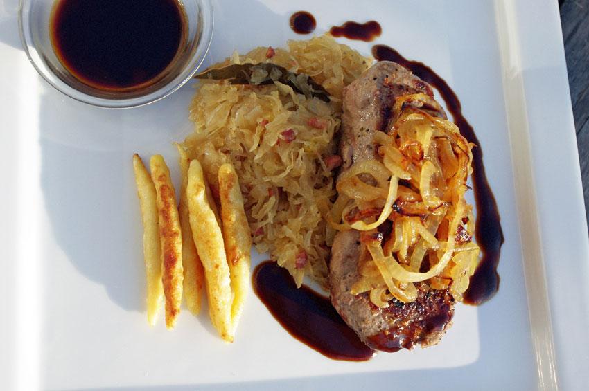 Schwabenglück: Filderrostbraten mit Schupfnudeln und Sauerkraut
