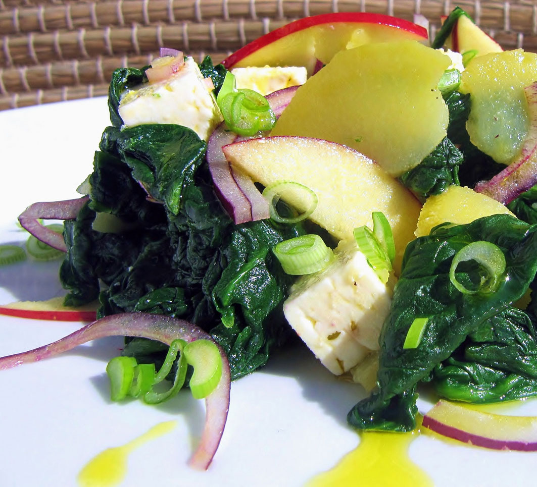Spinat-Kartoffelsalat mit heimischen Schafskäse