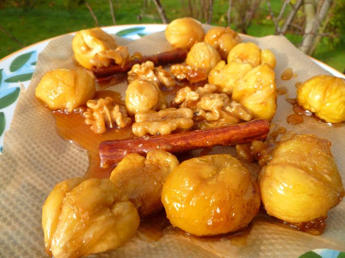 Karamellisierte Kastanien mit Walnüssen und Zimt