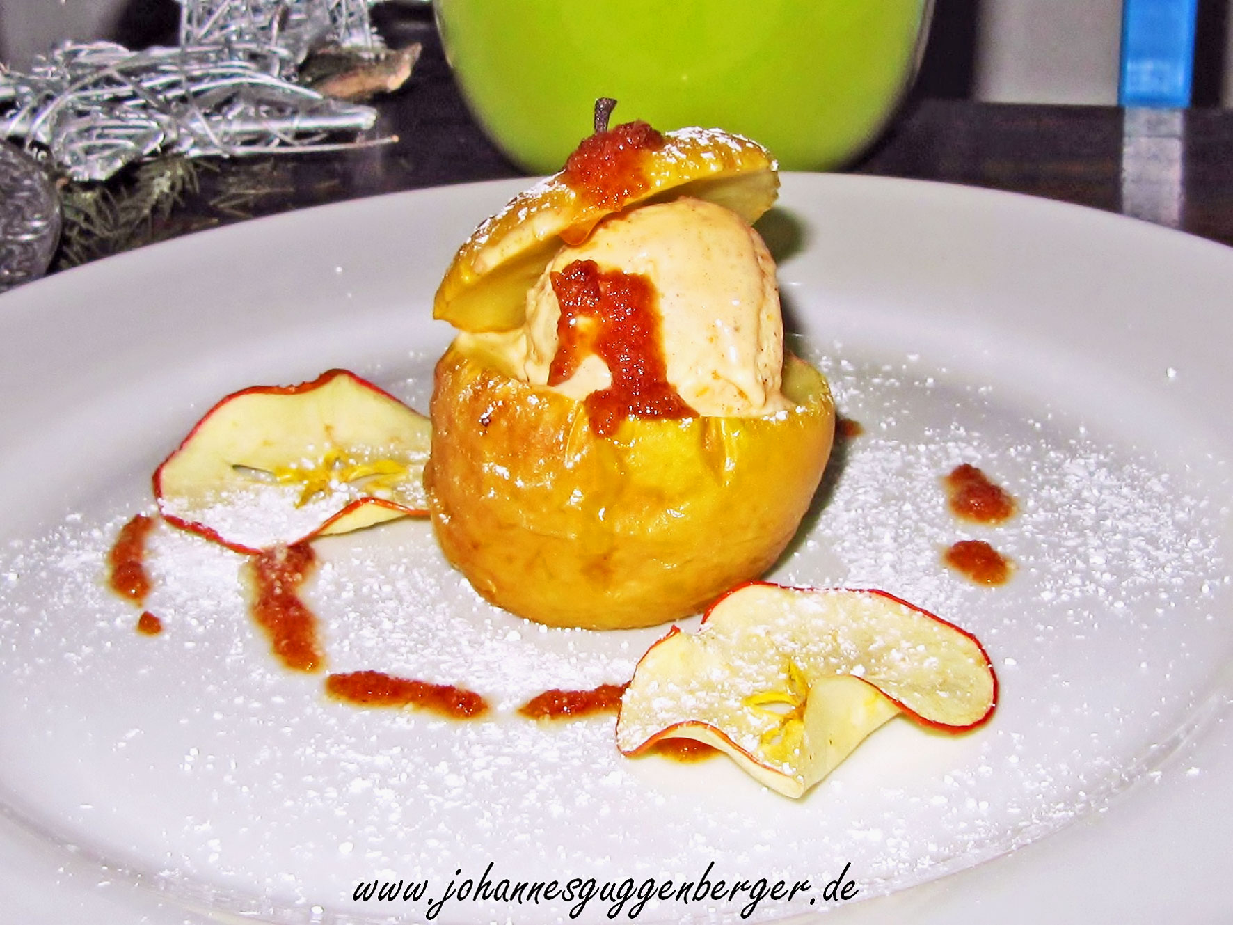 Eine winterliche Traumhochzeit: Bratapfel gefüllt mit Walnuss-Zimt-Parfait