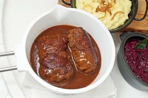 Johannes Guggenbergers Rezept der Woche: Saftige Rinderrouladen mit Blaukraut und Kartoffelpüree
