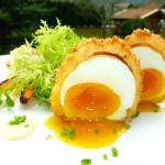 Aussen heiß und knusprig, innen schmelzend zartes Eigelb... ein idealer Begleiter zu frischen Salat.