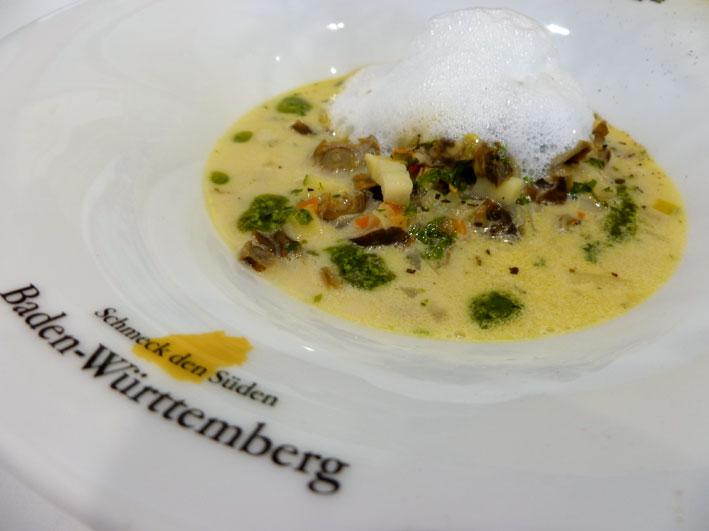 Schneckensuppe mit frischen Kräutern