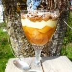 Der erfrischend säuerliche Geschmack des Rhabarbers trifft auf cremige Vanille und knusprige Schokostreusel. Einfach traumhaft...