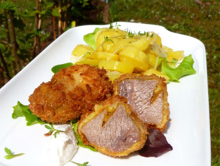 Knusprig & saftig: Gebackene Schweinebäckle mit Kartoffelsalat