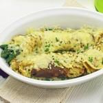 Es ist Spargelzeit. Wie wär`s mit grünem Spargel im Flädlemantel und Käse überbacken?