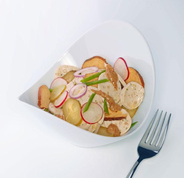 Weißwurstsalat mit Brezelchips