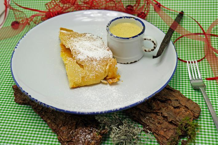 Quarkstrudel mit Vanille-Sauce