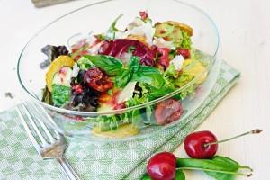 Salatvariation mit Kirsch-Dressing