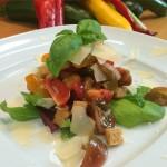 Mit reifen Tomaten und frischem Basilikum ein sommerlicher Genuss...