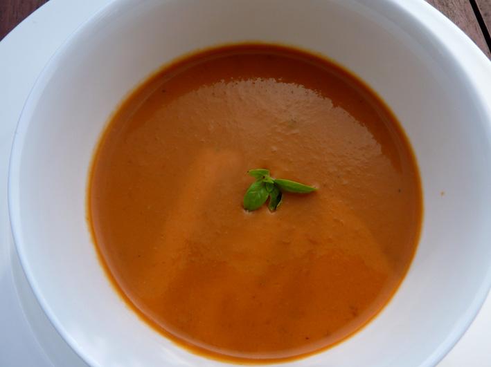 Mit gartenfrischen Tomaten kochen: Christinas würziges Süpple