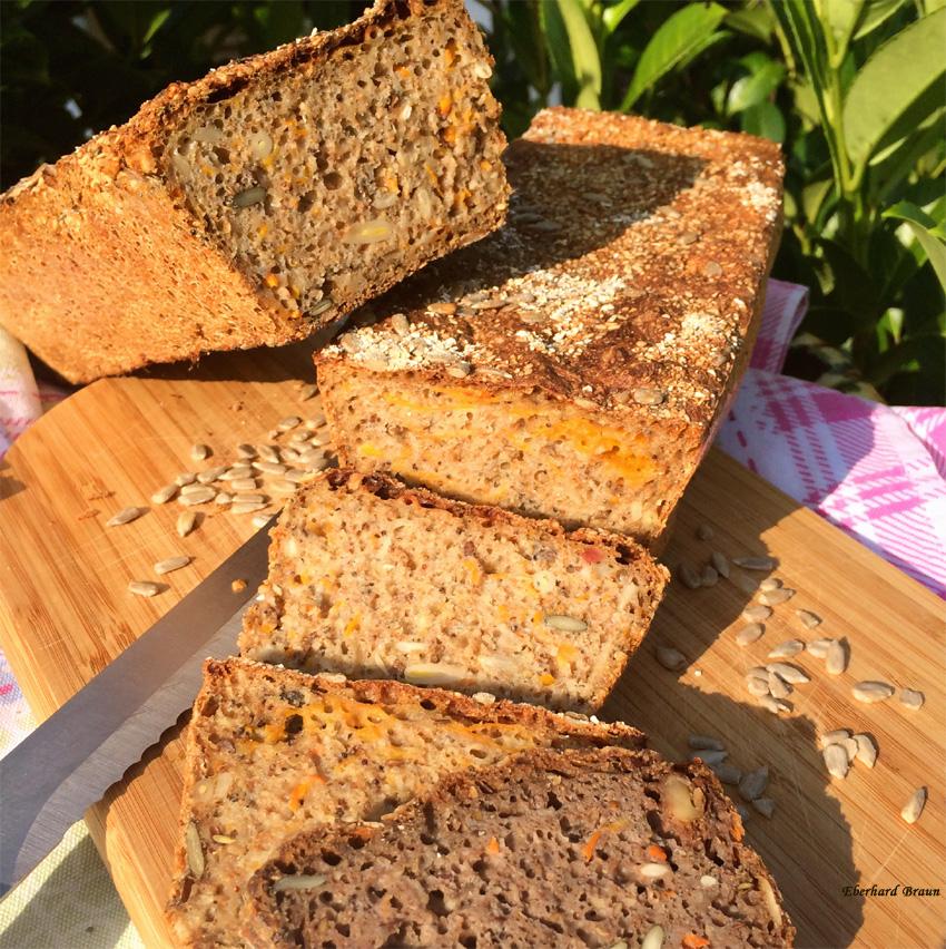 Vollwertküche die schmeckt:   Dinkel- Roggenvollkornbrot mit Nüssen, Saaten & Kürbis