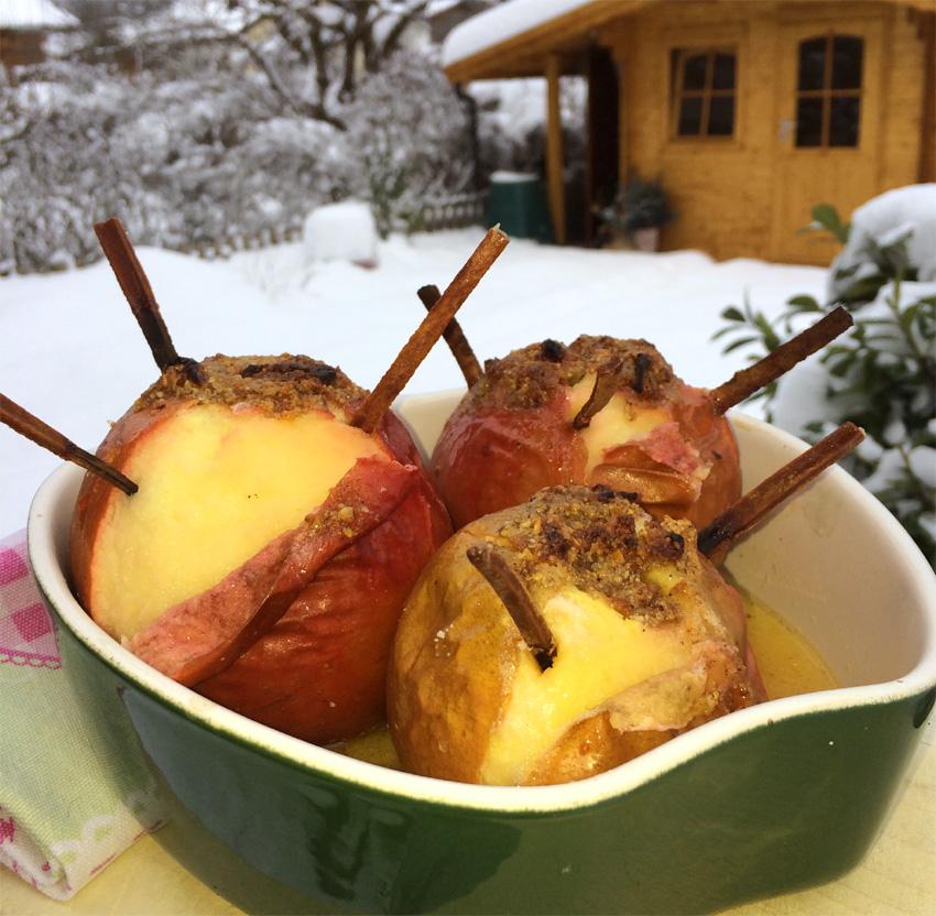 Unsere Leibgerichte: Zimt gespickte Bratäpfel mit Nussfüllung