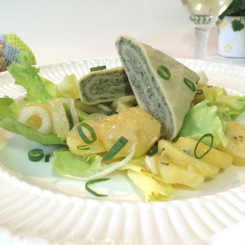 Zu jedem Anlass passend: Haugemachte Maultaschen mit Kartoffel-Endiviensalat