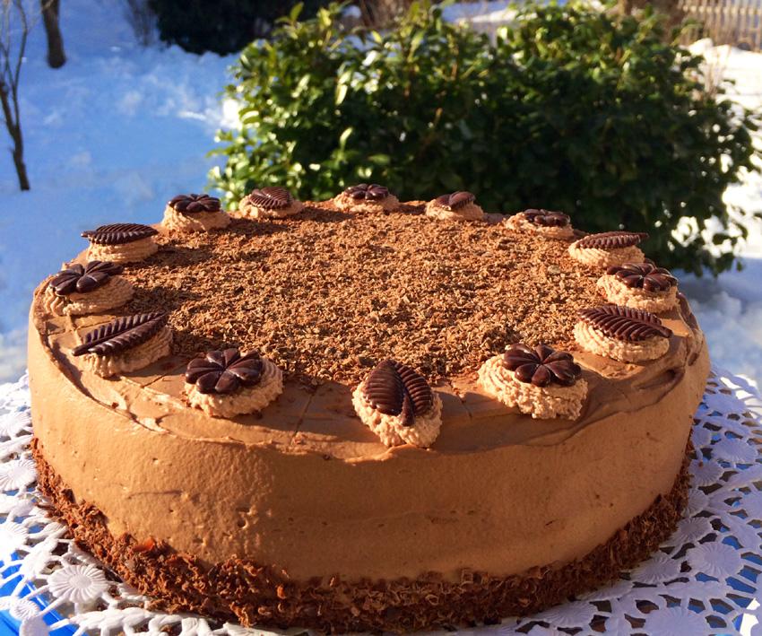 Eine kleine Sünde wert: Schokoladencremetorte mit Schwarzwälder Kirschwasser