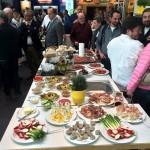 """""""Tischlein deck dich"""". Aussteller laden zur kulinarischen Rundreise ihrer Spezialitäten in der Kochwerkstatt"""