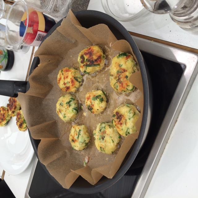 Kartoffel-Fencheltaler mit Bergkäse und Kerbel