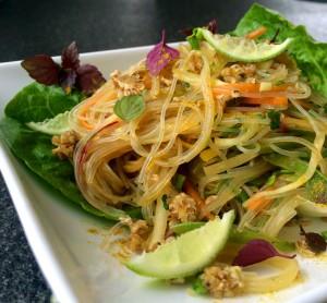 Heimischer Gemüse-Nudelsalat mit Kräutern und asiatischem Akzent