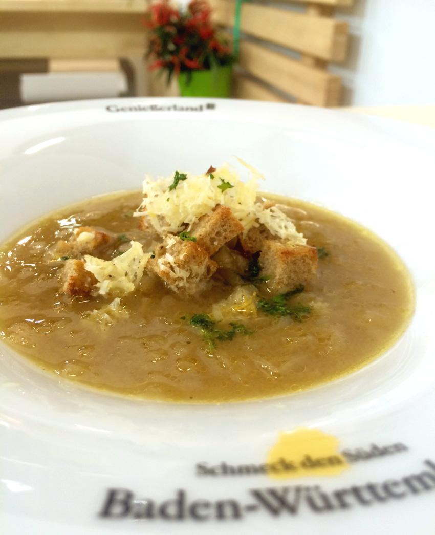 Badische Zwiebelsuppe mit Bergkäse Kracherle