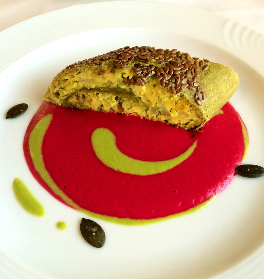 Aus der Vollwertküche: Kohlrabi-Birnenstrudel mit rote Beete-Meerrettichsoße