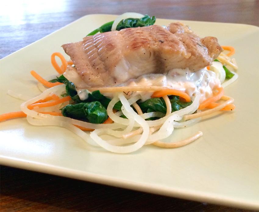 Wallerfilet mit Dillsoße, Gemüsespaghetti und Spinat