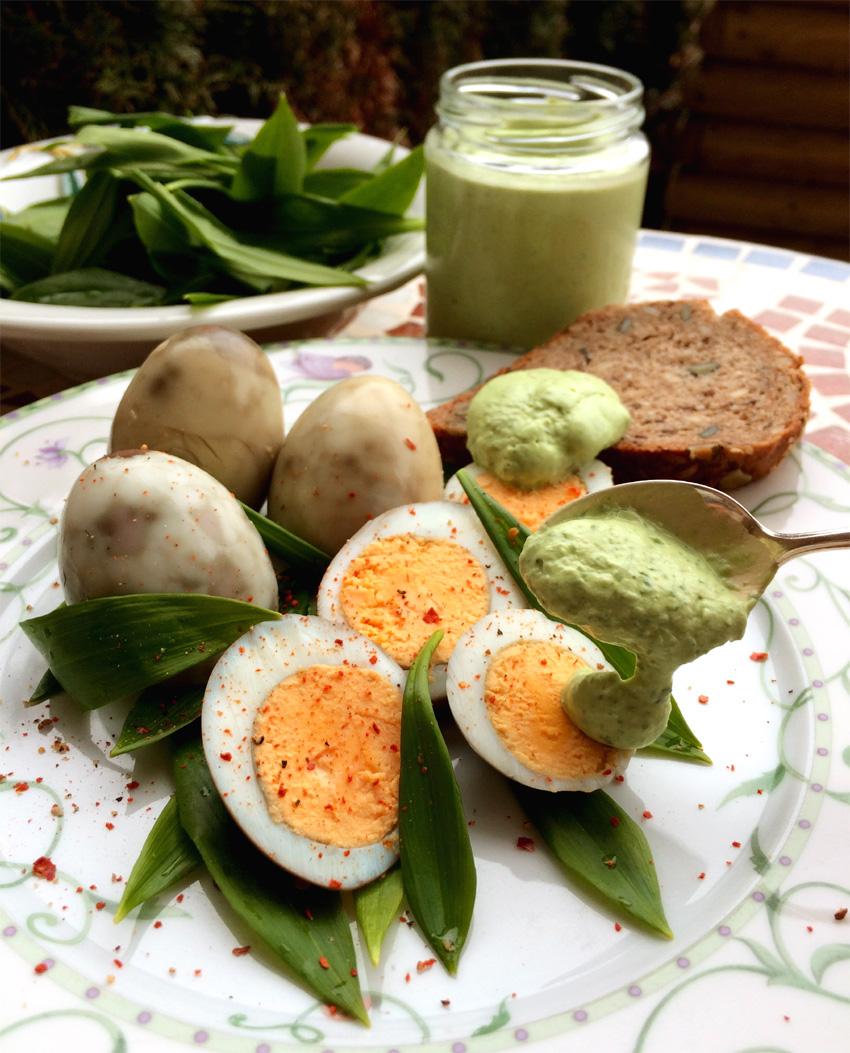 Marmorierte Eier mit Bärlauchcreme