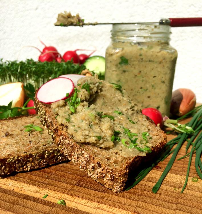 Grünkern-Zwiebelaufstrich mit frischen Kräutern (vegan)