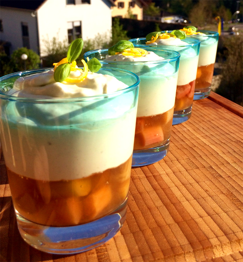 Rhabarbergelee mit Kefir-Zitronen Mousse