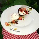 Vanillequarkcreme, Erdbeeren und Tonkabohneneis
