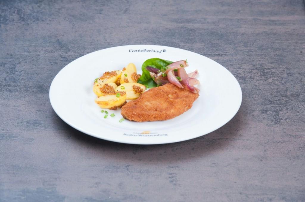 Braumeisterschnitzel in Malzkruste mit knusprigen Senfkorn-Ofenkartoffeln