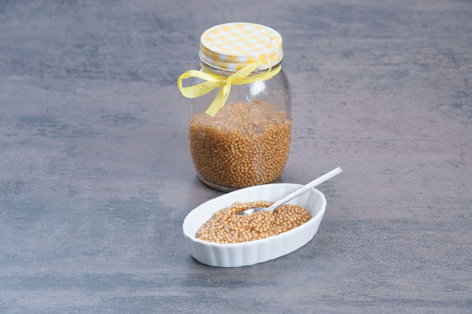 Goldgelber Senfkaviar
