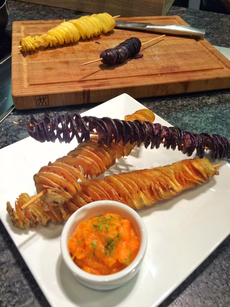 Happy Halloween mit gepiercten Kartoffelchips-Spiralen & Kürbisdip