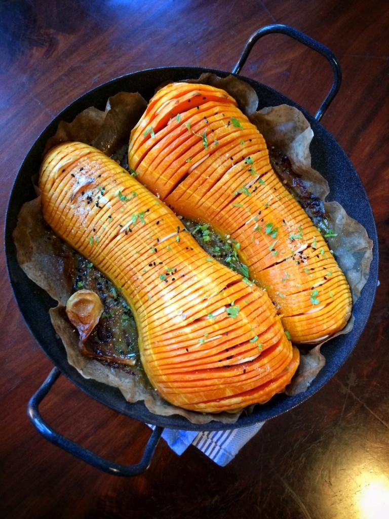 Raffniertes aus dem Ofen: Gebackener Butternut Kürbis mit herzhafter Kartoffelfüllung