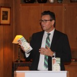 Minister Peter Hauk stellt Restaurantführer 2017 vor.