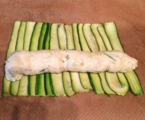 Gebratene Zucchinicremeröllchen im Speckmantel