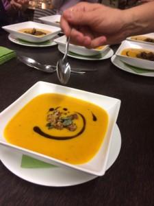 Hokkaido-Kürbiscremesuppe mit Curry und Ingwer