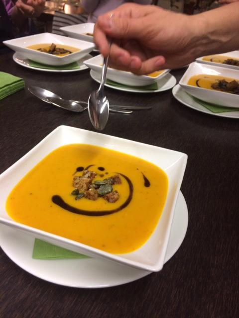 Bio-Hokkaido Kürbissuppe mit Curry und Ingwer