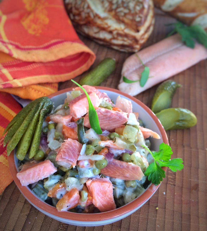Lachsforellensalat mit Frühlingskräutern & Joghurt