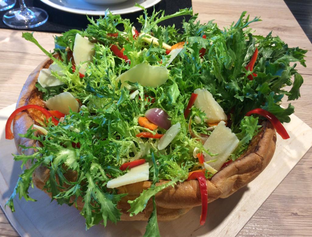 Buntes Salatbouquet im Riesenpfitzauf