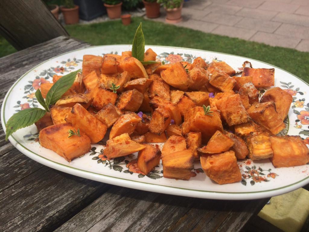 Knusprige heimische Süßkartoffelwürfel mit Chili & Thymian
