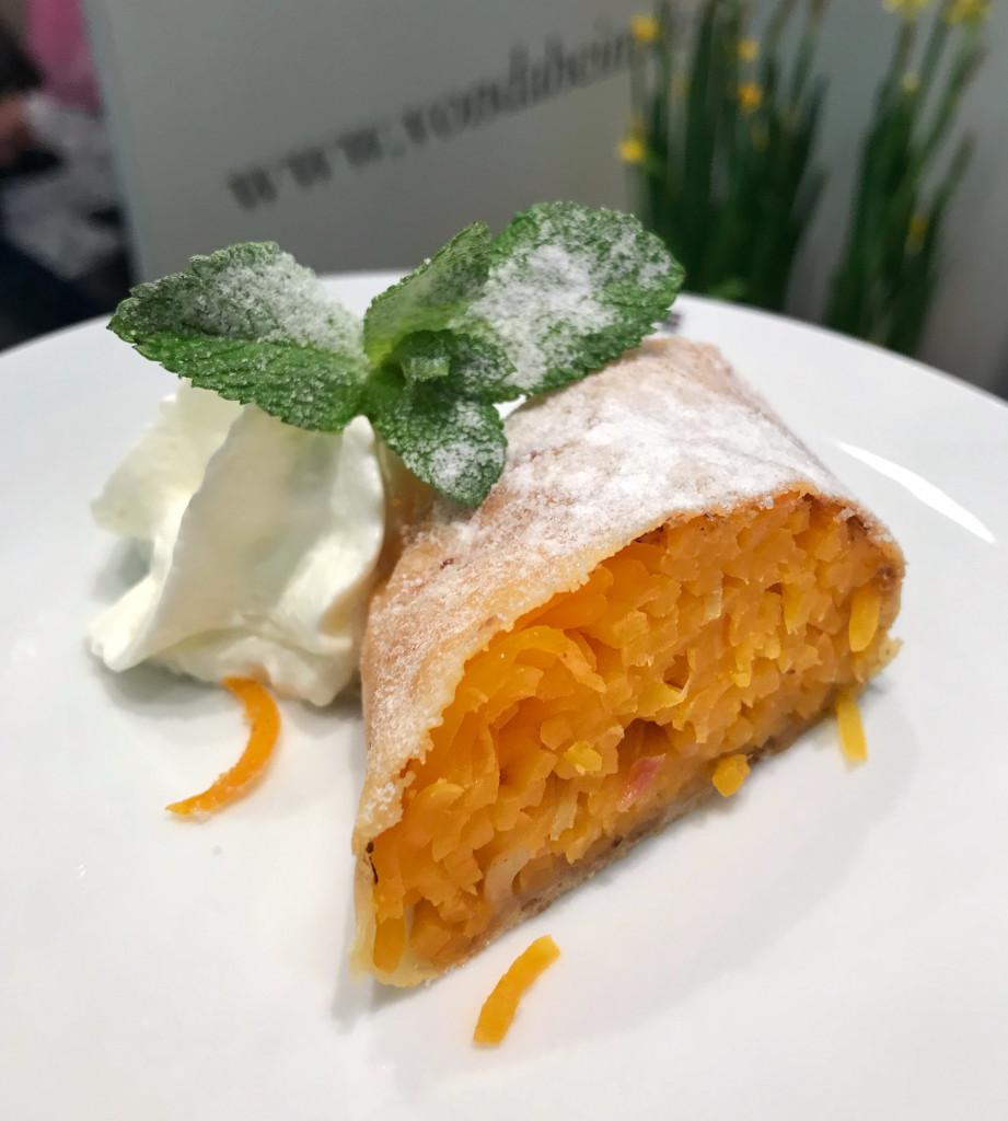 Butternutkürbis-Apfelstrudel mit Sandorn