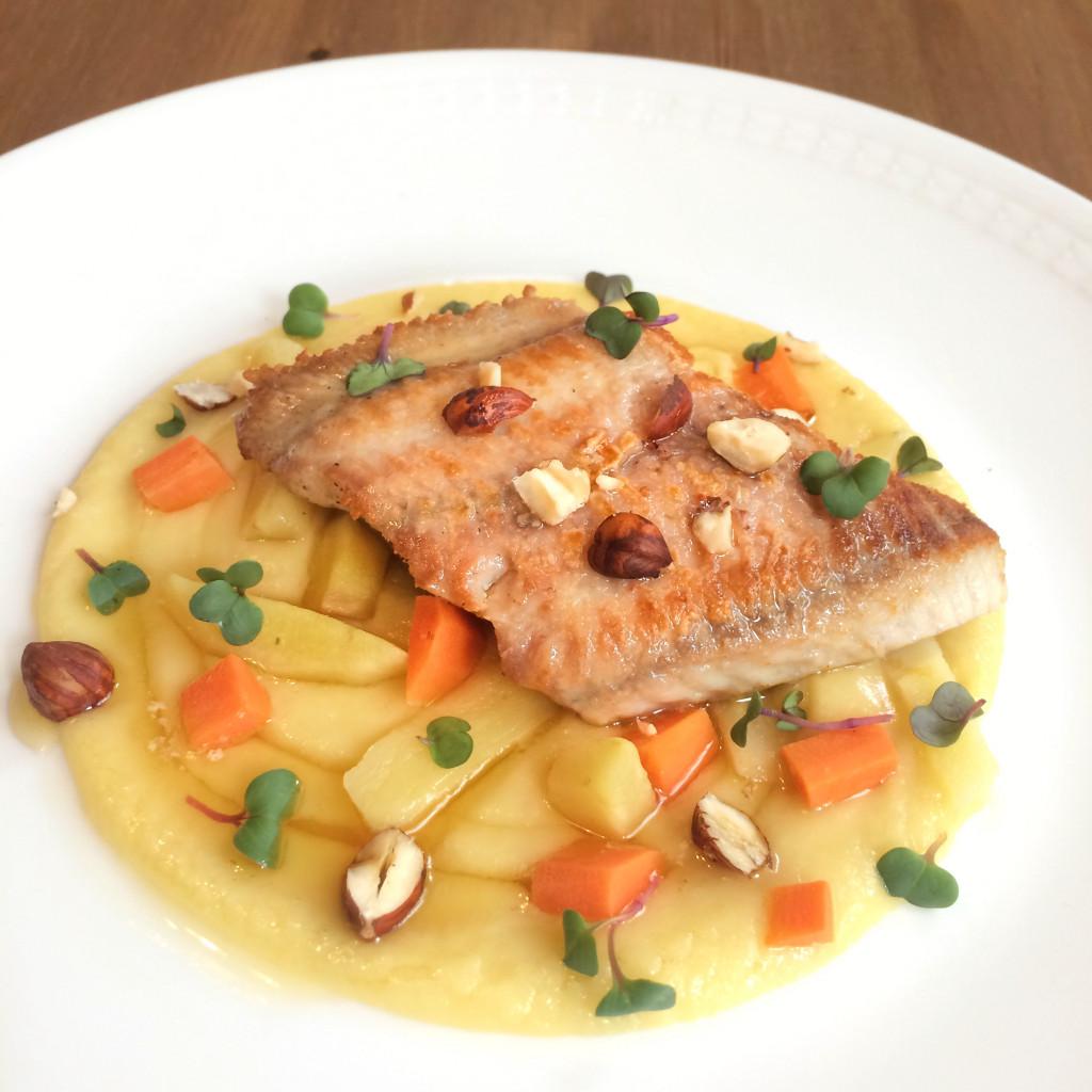 Fisch zu Aschermittwoch: Gebratener Wels mit Nussbutter, Pastinake & Haselnuss