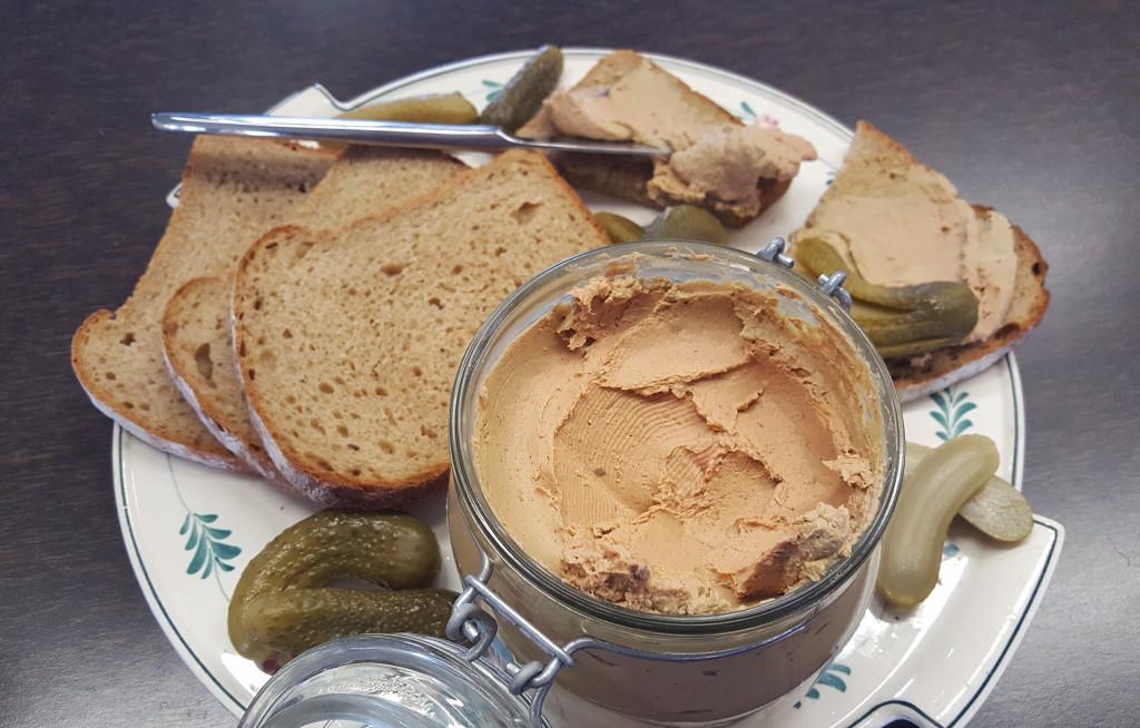 Streichzarte Leberwurst mit  Zwiebeln & Apfel